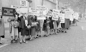 Women picket outside the UN in 1962 during the Cuban missile crisis calling for peace.