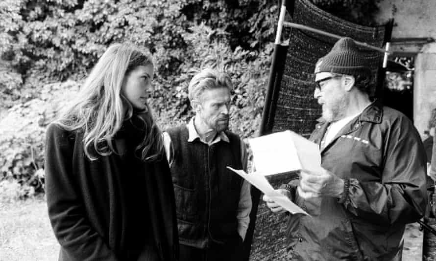 Kugelberg, Dafoe and Schnabel on set.