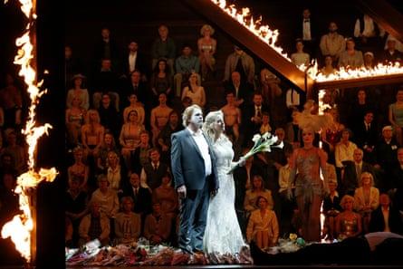 Stefan Vinke as Siegfried, Lise Londstrom as Brünnhilde