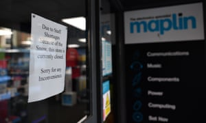 A sign on a Maplin store door