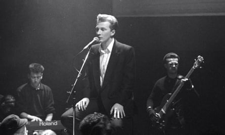 Colin Vearncombe (Black) performing on the television show The Tube in 1987.