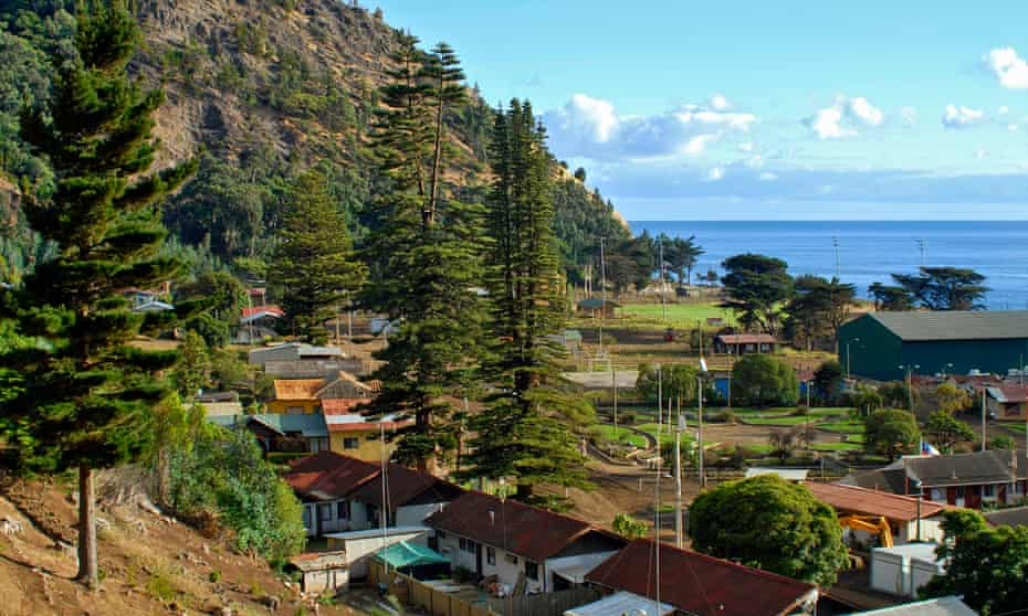 Image of the settlement on Robinson Crusoe Island, formerly known as Juan Fernandez, in Chile.HY21WM Image of the settlement on Robinson Crusoe Island, formerly known as Juan Fernandez, in Chile.