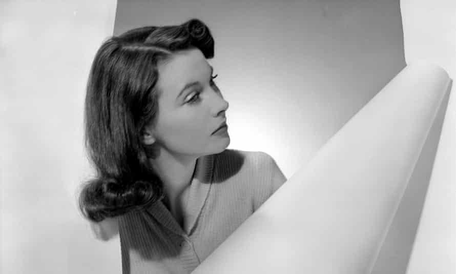 'She was an avid reader' ... Vivien Leigh, circa 1941.