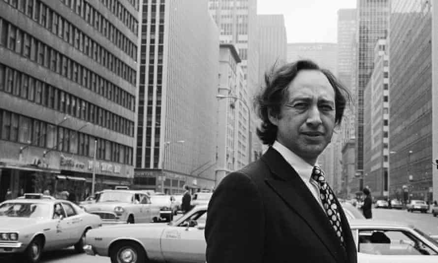Hans Selye collaborated with Alvin Toffler, author of FutureShock, pictured in New York in the 70s.