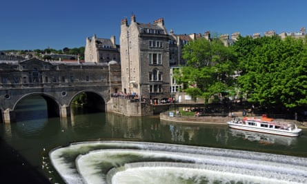 Weir and the Pulteney Bridge on the River Avon in Bath