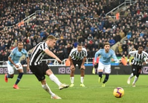 All eyes are on Newcastle United's Matt Ritchie as he scores their second goal from the penalty spot.