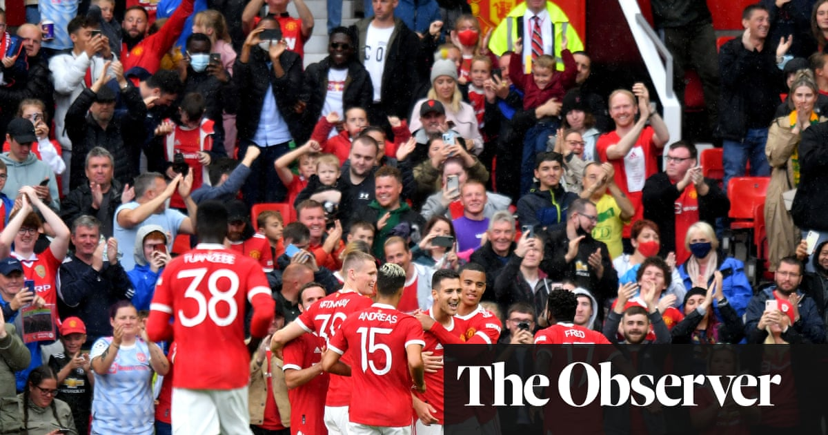 Manchester United enjoy home comforts but Everton get a warning