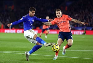 Perez shoots under pressure from Digne.