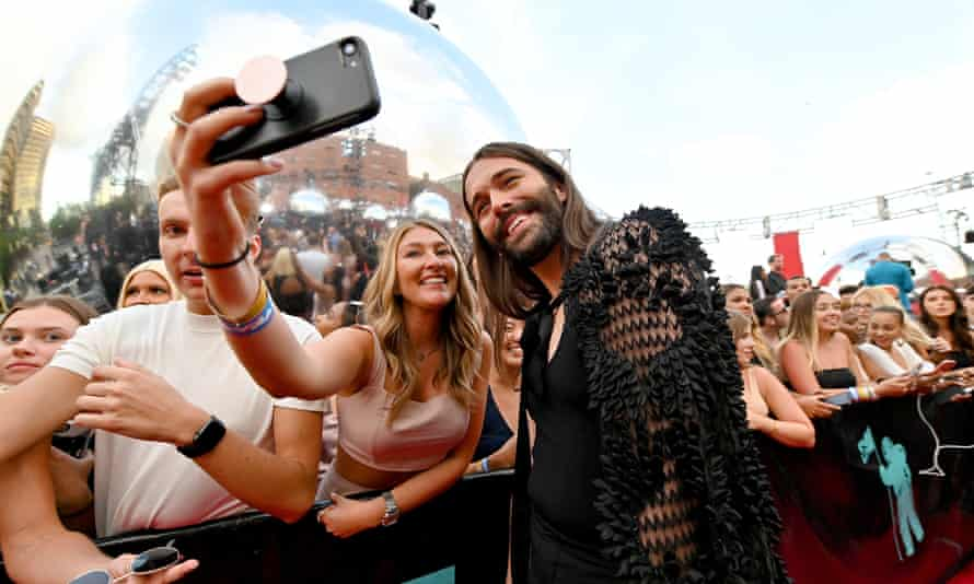Smile please: posing for a selfie with a fan at 2019 MTV Video Music Awards in New Jersey.