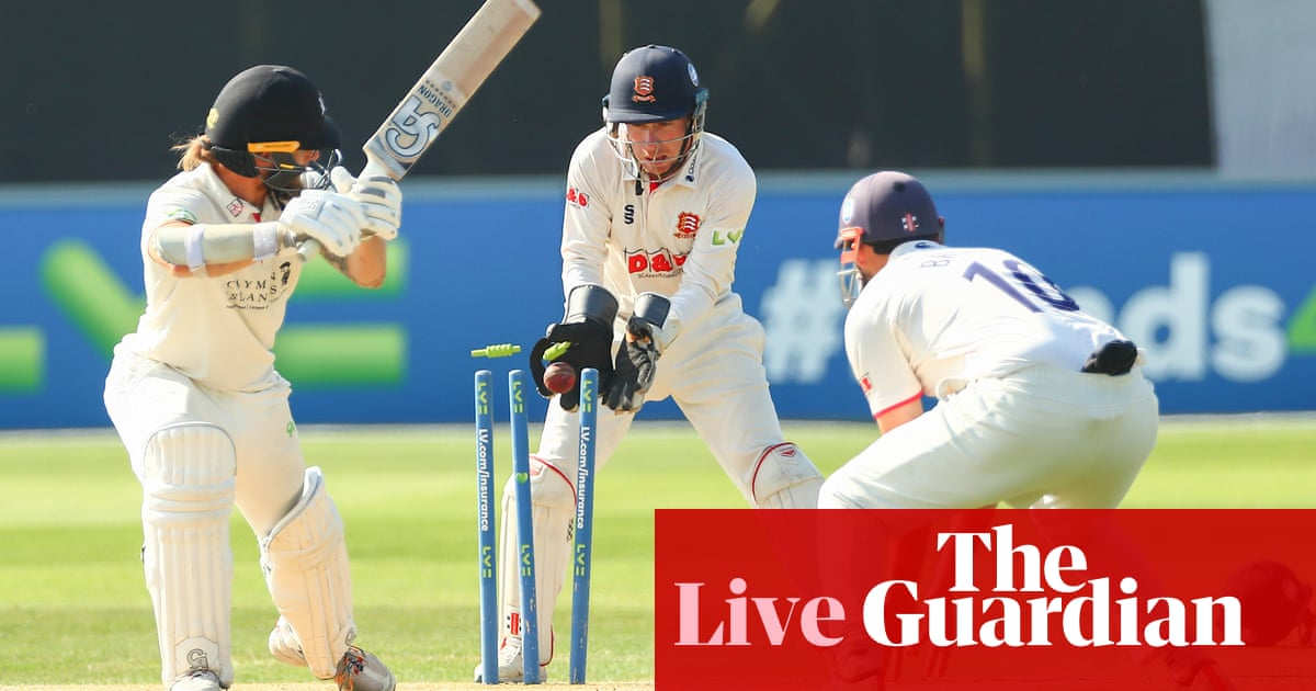 County cricket: Essex and Kent speed to innings victories