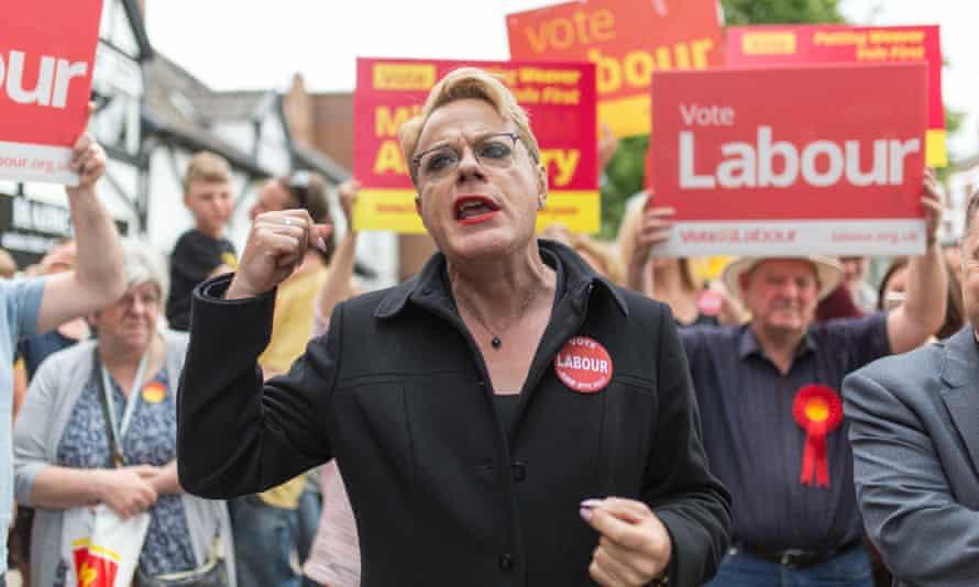 Eddie Izzard campaigning in Cheshire, June 2017.