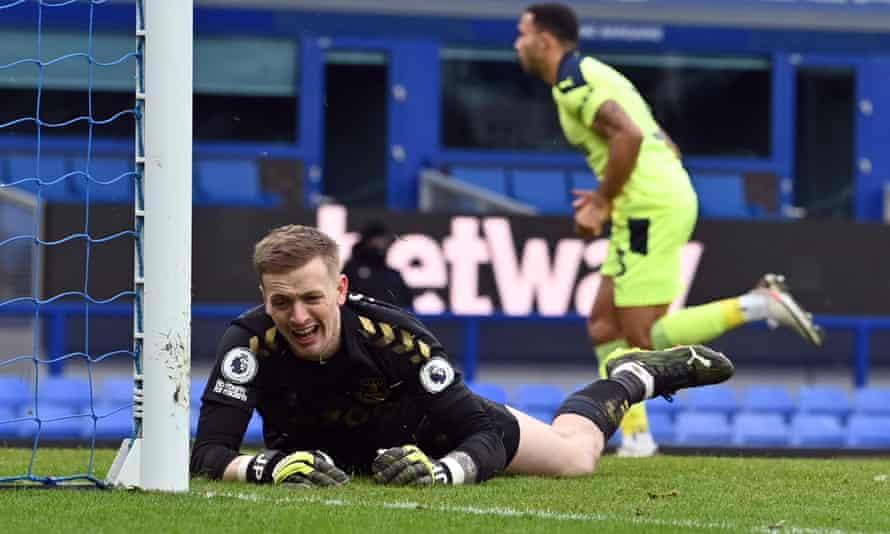 Callum Wilson celebrates scoring his first goal past despairing Everton goalkeeper Jordan Pickford