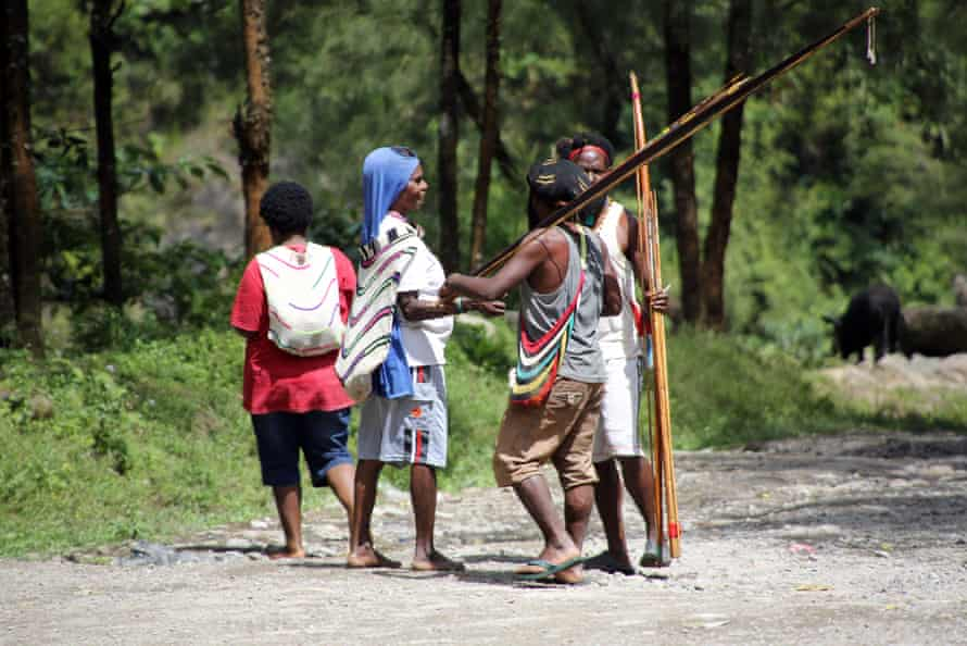 Tribes from all over the region have come to Banti in order to exploit the artisanal mining of the river
