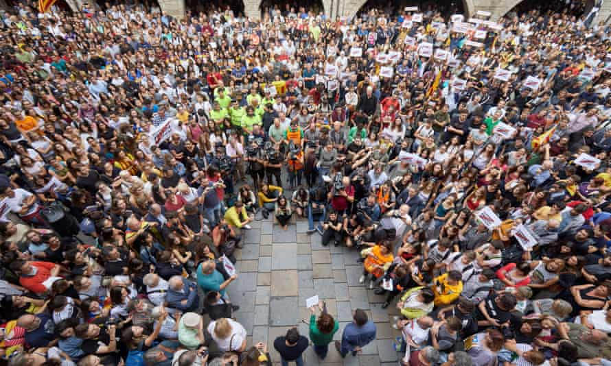 A protest against the supreme court decision in front of government offices in Girona on Monday.