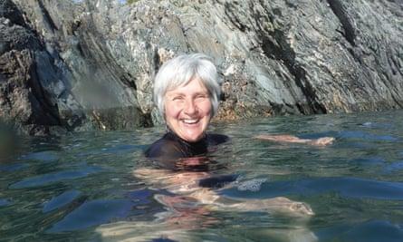 Lynne Roper swimming outdoors