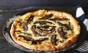 Creamy chicken, mushroom and parsnip pie