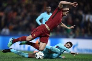 Edin Dzeko is fouled by Gerard Pique.