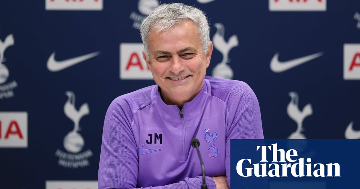 Dont you want another striker?: Mourinho interviews himself on deadline day – video