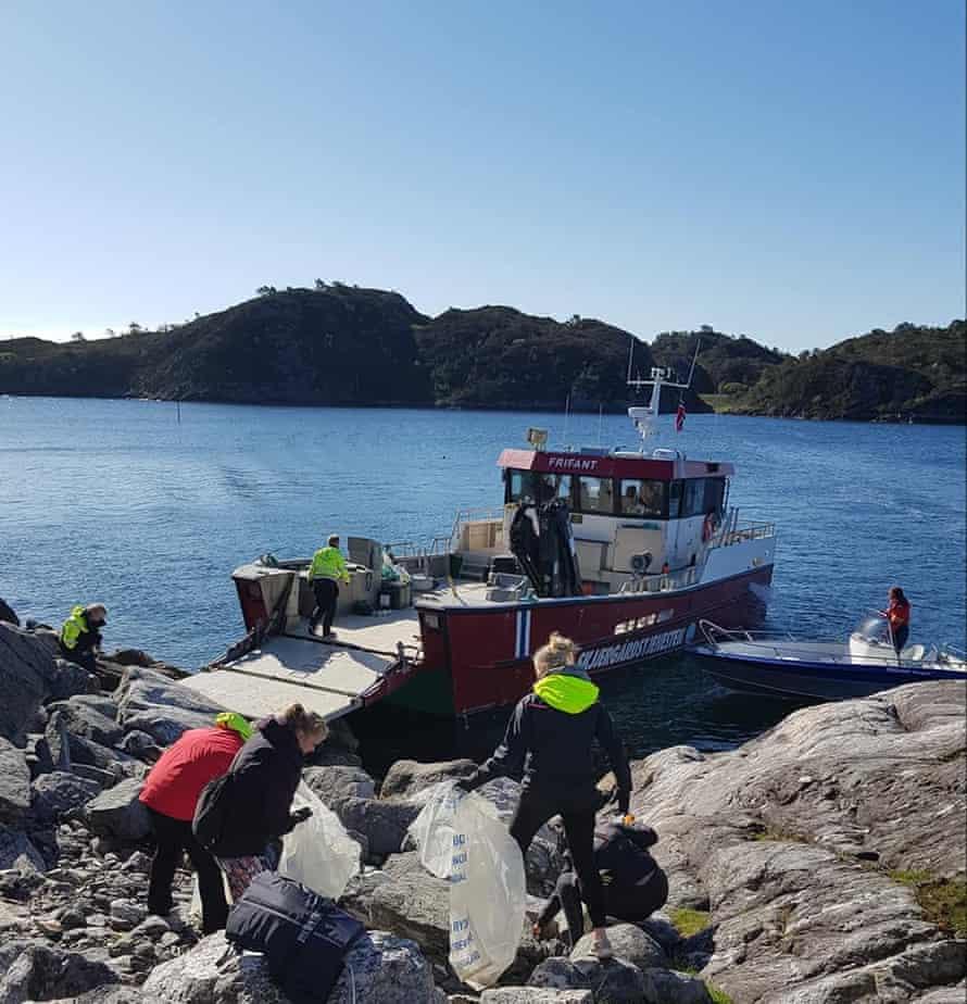 Austevoll Vidaregåande Skule students take part in a beach clean on World Oceans Day