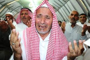 Syrians refugees pray at the Harran camp in Turkey