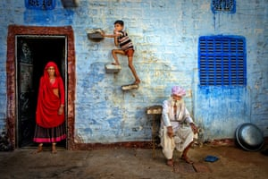 A studied composition of the Bhenwa family sitting in the street in the city of Jodhpur, Rajasthan.