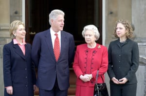 The Queen met with Bill Clinton and his family at Buckingham Palace in 2000
