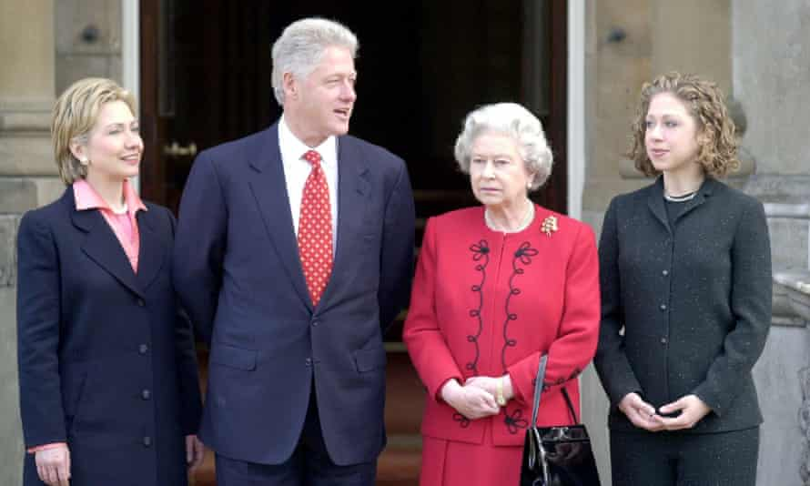 Bill, Hillary, Chelsea Clinton and Queen in 2000.