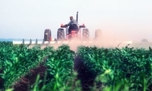 Spraying crops in Kentucky<br>BNC9XK Spraying crops in Kentucky