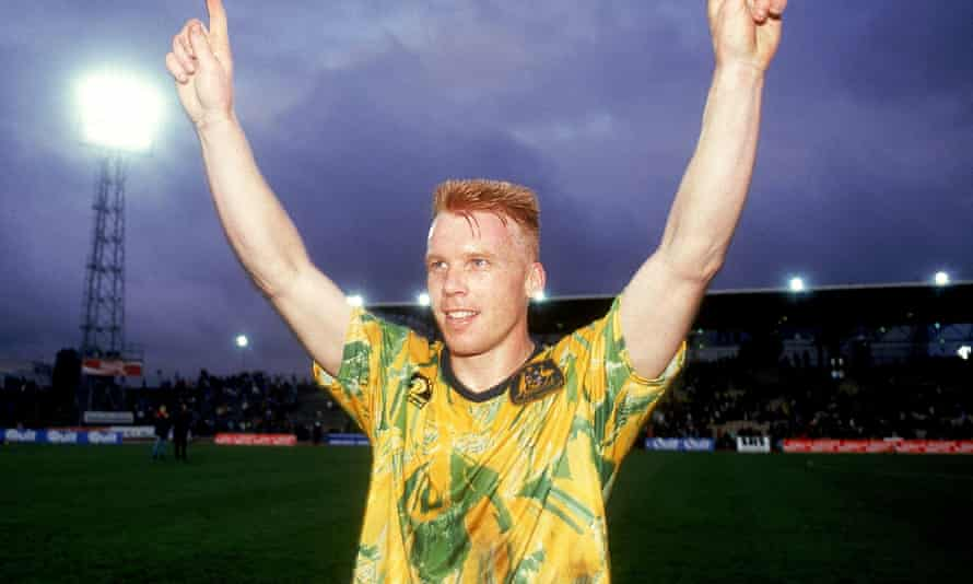 Robbie Slater sports Hummel's Socceroos kit during a World Cup qualifier against New Zealand in 1993.