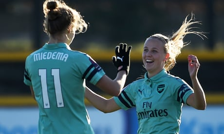 Arsenal Women's 4-0 thrashing of Everton marred by injury to Nobbs
