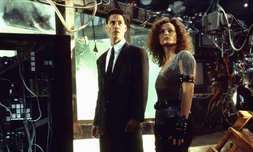 Keanu Reeves and Dina Meyer in Johnny Mnemonic, directed by Robert Longo (1995).