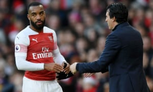 Alexandre Lacazette isn't happy with Unai Emery's decision to bring him off.