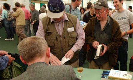 Kelman signing books at the Hay festival, 2004.