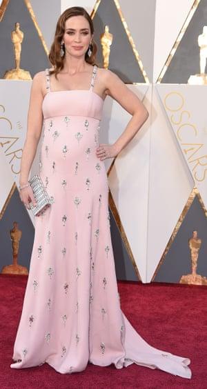 Emily Blunt does pregnant in Prada