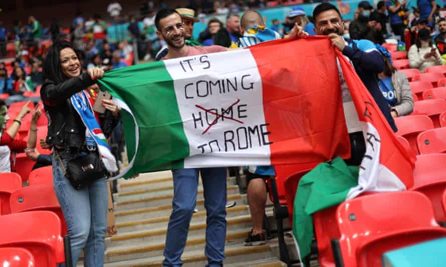 Italy fans before the Euro 2020 semi-final match between Italy and Spain in London on 6 July.