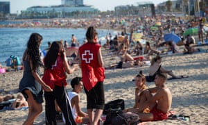 Spanish Red Cross members take part in a campaign to raise awareness among young people to avoid further spread of Covid-19 in Barcelona