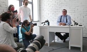 Viktor Babariko gives a press conference on the Belgazprombank raid