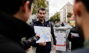 Firas Zakri, a refugee from Syria, gives a tour in the Berlin district of Neukölln with the company Querstadtein.