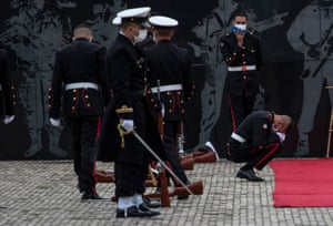 Bogotá, Colombia Soldiers mourn at the monument of fallen heroes