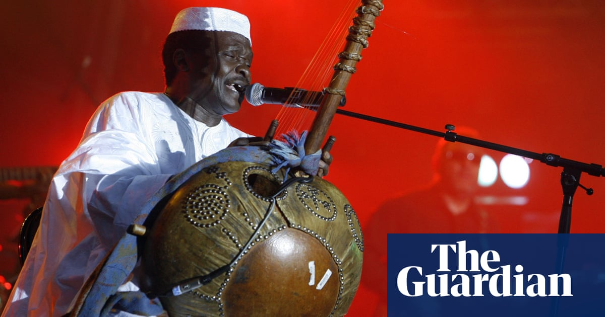Mory Kanté: Guinean musician dies aged 70 from chronic health problems
