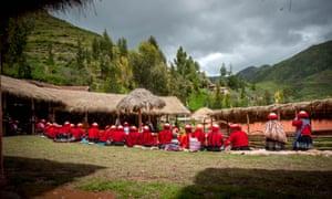 The Ccaccaccollo weaving market, Peru