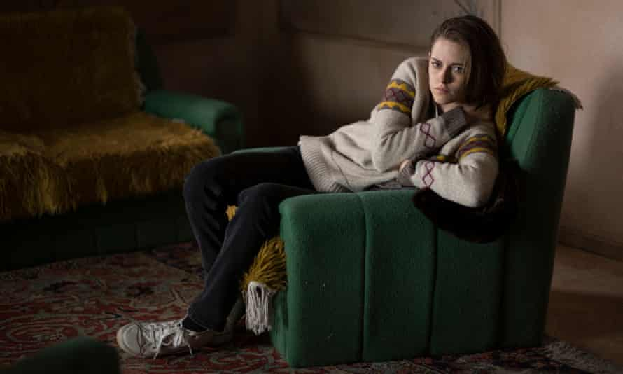 In Personal Shopper, Stewart plays Maureen, who juggles her shopping duties with attempts to make contact with her dead twin brother.