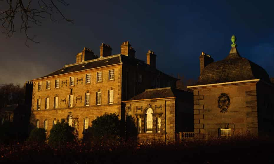 Turton's detective story takes place in the classic setting of the 1920s country house.