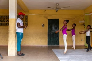 Ajala shows the students ballet stretch routines