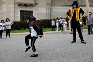 Glendale, USFans gather at Forest Lawn Cemetery ten years after the death of child star turned King of Pop, Michael Jackson