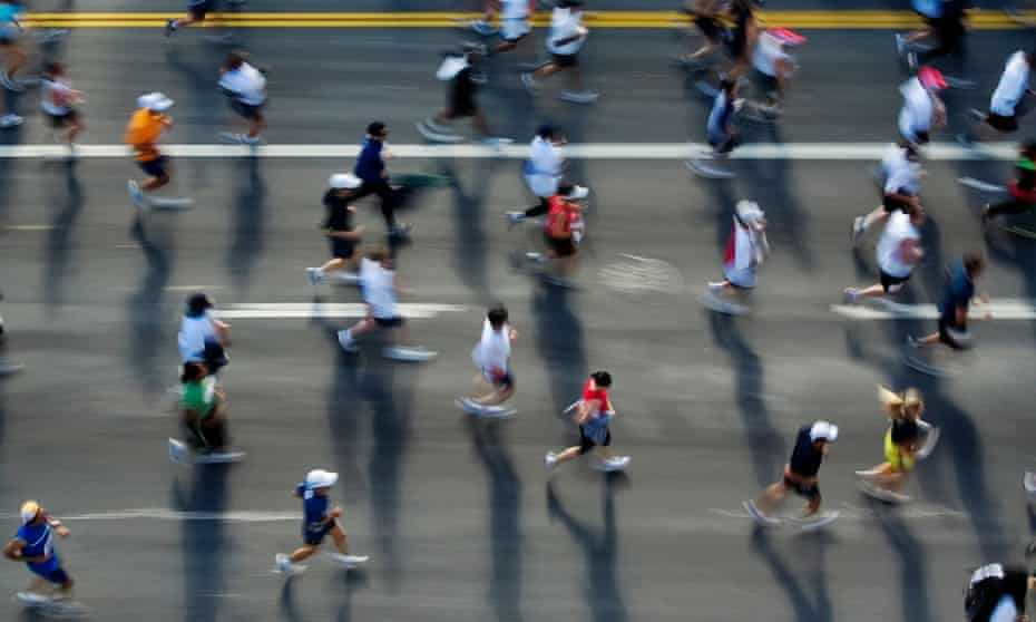 Runners in the Los Angeles marathon approach the one-mile mark.