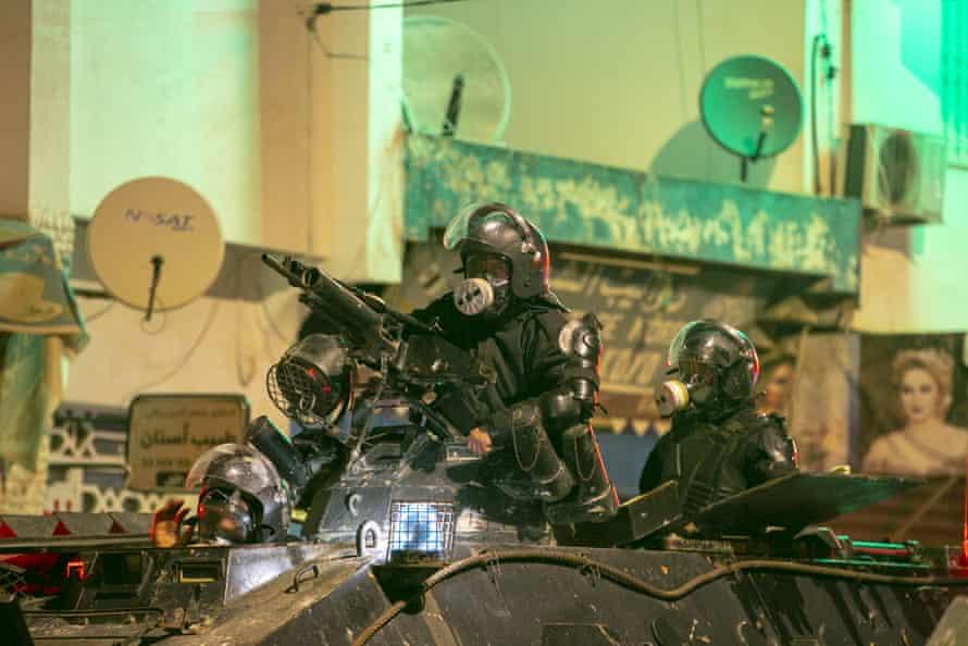 Heavily armoured Tunisian police