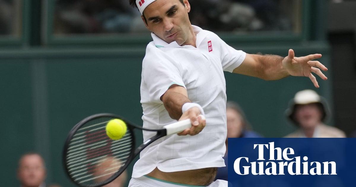 Roger Federer rolls back the years to reach 18th Wimbledon quarter-final