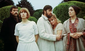 Oliver Reed, Glenda Jackson, Alan Bates, Jennie Linden and Eleanor Bron in a scene of Ken Russell's film Women in Love.
