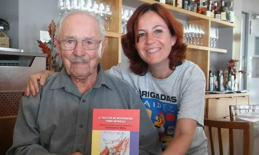 Josep Almudéver with Almudena Cros, of the Association of the Friends of the International Brigades, in Benicassim, Spain, in 2016